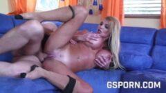 Renkli çoraplı genç kızın, anal sikiş videosu seyret